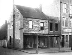 Grocer shop at Elizabeth St,Surry Hills in Sydney in Beattie Lane. Modern Pictures, Old Pictures, Old Photos, The 'burbs, Elizabeth Street, Surry Hills, Vintage Shops, Vintage Stuff, Historical Images