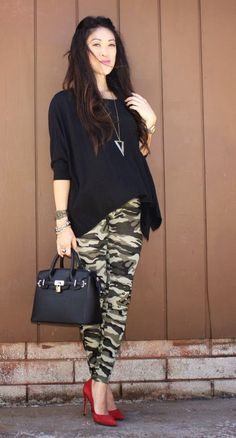 How To Wear Camo To Work: 17 Ideas Source by outfits Camouflage Fashion, Camo Fashion, Fashion Pants, Look Fashion, Fashion Outfits, Fashion Trends, Camouflage Outfit, Women's Camo, Pink Camo