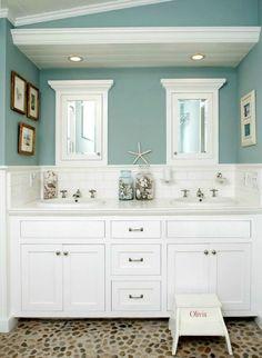 Beach House Bathroom Decor And Modern Bathroom Design Using The Most Delightful Ideas To Create A . Bad Inspiration, Bathroom Inspiration, Creative Inspiration, Creative Ideas, Style At Home, Strand Design, Beach Bathrooms, Seaside Bathroom, Beachy Bathroom Ideas