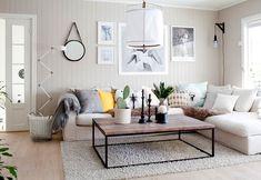Salón con sofá con muchos cojines Diy Home Decor Bedroom, Living Room Interior, Home Living Room, Home Interior Design, Living Room Designs, Interior Livingroom, Living Room Decor, Bedroom Ideas, White Couch Decor