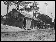 Σταθμός Νέας Ιωνίας. (Αρχείο ΗΣΑΠ) | Dionysis Anninos | Flickr Old Trains, Public Transport, Athens, Old Photos, Transportation, Cabin, Explore, House Styles, Paths