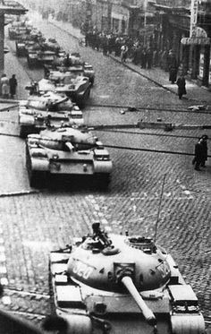 Hungarian Revolution 1956 World Conflicts, European History, Budapest Hungary, Eastern Europe, Old Pictures, Historical Photos, Vintage Photos, Revolution, Around The Worlds