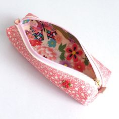 Pen case made from kimono ( pure silk ) with floret pattern. This skinny case is easy to carry and yet holds sufficient number of pens.  The pen case ...