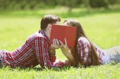 Wait to Date: Why You Should Stay Single in Community College