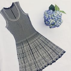 Nik + Zoe summer knit dress. Black-and-white graphic print.