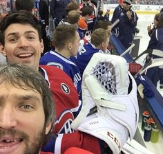 Ovie and Pricey selfie from 2015 NHL All Star Skills Comp - I totally love this pic! Pricey looks like he is having a blast at the All Star Game! Caps Hockey, Hot Hockey Players, Hockey Memes, Nhl Players, Montreal Canadiens, Nhl All Star Game, Hockey Boards, Hockey Pictures, Hockey Season