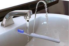Brosse à dent avec système de rinçage intégré commercialisée par Amron
