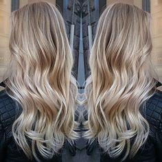 #balayage #blonde #blondehair #olaplexfinland #olaplex #simsensido #simsensitive #simfinland #shinyhair #healthyhair #longhair #wavyhairstyle #hairstyle #hairdesignhelsinki #hdhoona @oonasahla