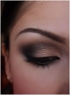 Nude smokey eye - Make-up Artist Me!: Black and Shimmery nude smokey eye, part 1 and 2 Sexy Eye Makeup, Love Makeup, Smokey Eye Makeup, Makeup Tips, Makeup Looks, Hooded Eye Makeup, Makeup Ideas, Pretty Makeup, Makeup Eyeshadow