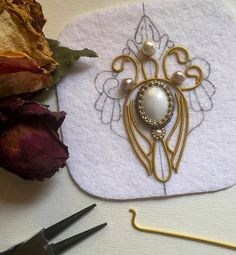 Jewelry Gifts, Diy Jewelry, Beaded Jewelry, Beaded Embroidery, Embroidery Design… - DIY and Crafts Bead Embroidery Patterns, Bead Embroidery Jewelry, Beaded Embroidery, Embroidery Designs, Bead Embroidery Tutorial, Embroidery Bracelets, Beaded Beads, Beaded Brooch, Beaded Bracelets