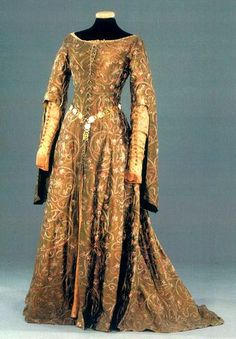 5ce43e076c2ac Mario Davignon s designs for World Without End. Merthin and Phillipa s  costumes were my favorite pieces