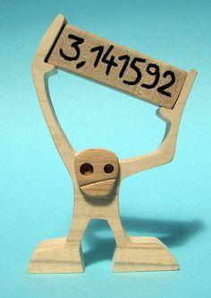 hauteur : 14 cm largeur : 10 cm épaisseur : 2 cm le bois utilisé c'est de l'érable, du noyer et de l'hêtre PI = 3.14159 26535 89793 23846 26433 83279 50288 41971 69399 37 - 21076054