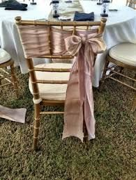Bilderesultat for chiavari chairs with sash Chair Bows, Chair Sashes, Diy Chair, Wedding Ceremony Chairs, Wedding Lounge, Chinese Wedding Decor, Tiffany Chair, Chiavari Chairs, Candle Centerpieces
