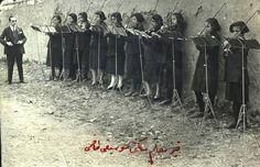 Sivas'da öğretmen okulu öğrencileri müzik dersinde (1926) muhteşemmm.. şimdilerde öküzlü,eşekli eğitim.
