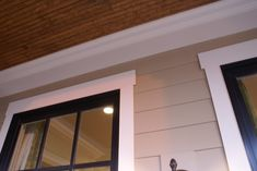 Exterior Window Trim Detail Craftsman Trim, Craftsman Exterior, Exterior Paint, Black Window Trims, Black Windows, Outdoor Window Trim, Black Exterior, Exterior Trim, Exterior Window Trims