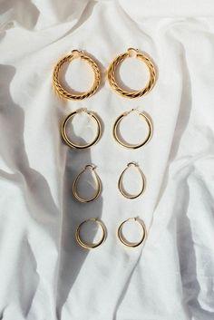 gold hoop earrings // minimalist jewelry // jewels photography