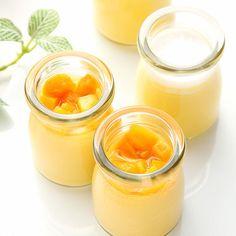 濃厚なマンゴープリンの上に、アップルマンゴーの果肉をトッピングしたマンゴープリン、ココナッツミルクのなめらかなプリンの上に、ココナッツファイン入り生クリームをトッピングしたココナッツプリン。香り豊かな夏季限定のプリンセット。