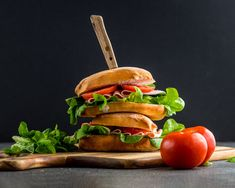 Ham Sandwich Tomato Sandwich, Salmon Burgers, Lettuce, I Foods, Ham, Food Photography, Sandwiches, Chicken, Ethnic Recipes