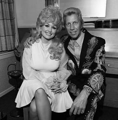 """Dolly Parton and Porter Wagoner in his Nudie Suit. They wore some """" flashy """" outfits ! Country Music Stars, Country Music Singers, Country Artists, Porter Wagoner, Grand Ole Opry, Honky Tonk, Dolly Parton, Celebs, Celebrities"""