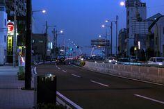 https://flic.kr/p/xMT7tj | 늦은 시간 도로 : Night Light | 오사카 주변을 거닐다보면 보이는 것 이상으로 다양한 것들이 보입니다. 그리고 무언가 모를 도심의 저녁이라는 것을 생각하게 되지요.