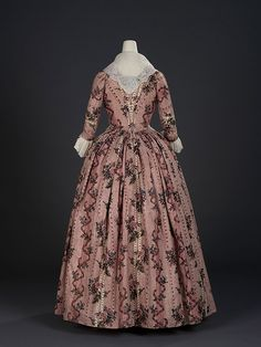 Back view Overdress of a robe à l'anglaise, England, 1780, Indian export chintz, Painted and resist-dyed cotton tabby, Centimetres: 118.5 (width) Royal Ontario Museum
