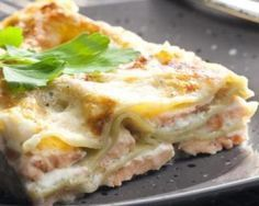 You know the secrets of the Emile Henry mortar and how to make a nice pistou now. But do you know the delicious salmon lasagna with pesto crust recipe. Share the recipe with your friends if it makes you hungry ! Seafood Recipes, Pasta Recipes, Cooking Recipes, Healthy Recipes, Ham Recipes, Sauce Béchamel, Light Recipes, Cooking Time, Gastronomia