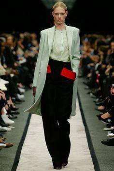 De Autumn-Winter 2014 show van Givenchy, bekijk hier alle looks:  http://glamour.nl/jjzwcndb8
