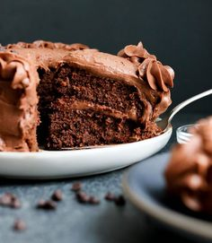Here's how to make the best Chocolate Almond Flour Cake. It's grain-free and Paleo-friendly, and is the perfect gluten-free desert to make for a birthday! #chocolate #cake #healthydessert #glutenfreerecipes #glutenfree #dairyfree #grainfree #paleo #dessert #valentines #healthyfood #healthyrecipes Almond Flour Chocolate Cake, Almond Flour Cakes, Baking With Almond Flour, Cake Flour, Gluten Free Deserts, Gluten Free Treats, Healthy Desserts, Dessert Recipes, Paleo Dessert