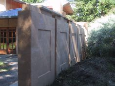 rammed earth garden - Google Search Earth House, Rammed Earth, Cob, Natural Living, Natural Materials, Karma, Garden Ideas, Spanish, New Homes