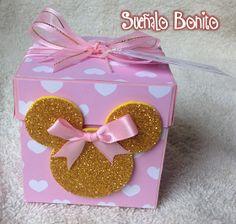 INVITACIÓN 3 AÑOS NIÑA MODELO: CAJA EXPLOSIVA Tema: Minnie Color; Rosa/Dorado Medidas: 7cm x 7cm x7cm Precio Unitario: 30.00 m... Minnie Mouse Birthday Decorations, Minnie Birthday, Mickey Minnie Mouse, Birthday Parties, Birthday Explosion Box, Candy Bouquet Diy, Diy Craft Projects, Crafts, Cupcake Party