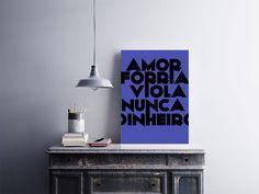 """Placa decorativa """"Amor Forria Viola Nunca Dinheiro""""  Temos quadros com moldura e vidro protetor e placas decorativas em MDF.  Visite nossa loja e conheça nossos diversos modelos.  Loja virtual: www.arteemposter.com.br  Facebook: fb.com/arteemposter  Instagram: instagram.com/rogergon1975  #placa #adesivo #poster #quadro #vidro #parede #moldura"""