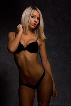 Moro ring girl laura