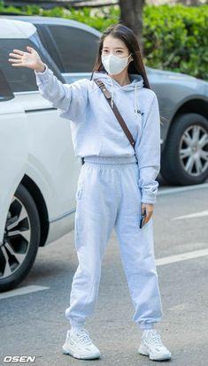 Iu Fashion, Korea Fashion, Airport Fashion, Black Clover Anime, Girl Artist, Cute Korean Girl, Airport Style, Cute Casual Outfits, Korean Beauty