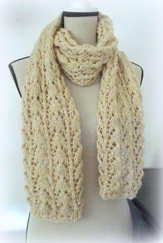 """Un très joli modèle gratuit trouvé sur internet! A télécharger ici Pour la mienne j'ai utilisé la laine Bergère de France qualité """"Pixel"""" (50g=10m) coloris Peau. Aiguilles 4,5 (4 pelotes). Macarons, Couture, Knitting, Crochet, Internet, Bonnets, Pixel, Pulls, Women"""