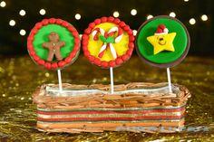 Pirulitos de Chocolate decorados com motivos natalinos em pasta americana.