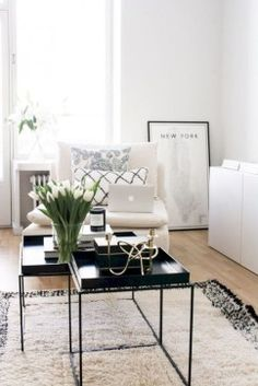 Black And White Living Room Decor With Minimalist Design 29