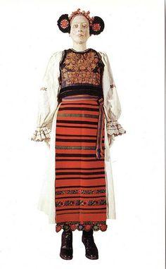 Traditional Romanian Folk Costume from Transylvania, Bistrita.