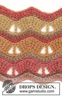 """Autumn Waves - Crochet DROPS neck warmer with lace pattern in """"Big Delight"""". - Free pattern by DROPS Design"""