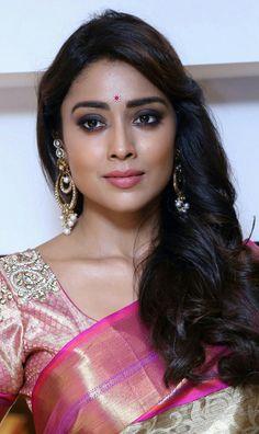 Hot model in india Beautiful Girl Indian, Most Beautiful Indian Actress, Beautiful Gorgeous, Beautiful Actresses, Cute Beauty, Beauty Full Girl, Beauty Women, Shreya Saran Hot, Bollywood Hairstyles