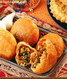 Pyaz ki Kachori...via Tarla Dalal... (view other variations)...
