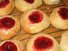 Old-Fashioned Kolache Dough Kolache - Czech, Bohemia, Moravia, Silesia, Slovakia. Sweet bread with many different types of filling. Link to the dough recipe. Czech Christmas Recipe, Christmas Recipes, Shortbread Cake, Breakfast Recipes, Dessert Recipes, Breakfast Snacks, Muffin Recipes, Czech Recipes, Polish Recipes