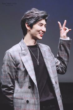 Jung Taekwoon, Jellyfish Entertainment, Book Characters, Vixx, The Voice, Leo, Writer, Chic, Love Of My Life