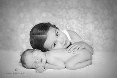 Newbornfotografie | Broer en zus  Newborn Photography | Siblings, baby boy and big sister  Bij Elisa op locatie | on location