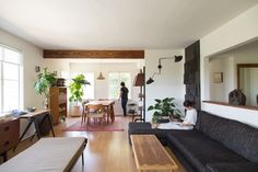 Momo-Suzuki-and-Alexander-Yamaguchi's-house-in-LA-photograph-by-Kikuko-Usuyama-Remodelista-5
