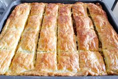 Greek Eggplant Pie with Peppers and Feta (Melitzanopita) - SocraticFood Greek Recipes, Italian Recipes, Food Network Recipes, Cooking Recipes, The Kitchen Food Network, Frugal Meals, Frugal Recipes, Puff Pastry Sheets, Tomato Pie
