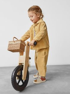 Corduroy overshirt with lapel collar and long sleeves. Toddler Fashion, Toddler Outfits, Kids Outfits, Kids Fashion, Fashion Clothes, Rosa Pullover, Zara Baby, Zara Kids, Kid Styles