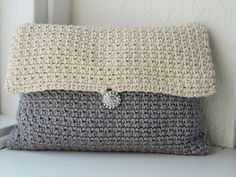 Crochet Purses Patterns Art Deco Clutch - 22 free crochet patterns for purses, totes and bags. Crochet Clutch Pattern, Crochet Clutch Bags, Bag Crochet, Crochet Shell Stitch, Crochet Handbags, Crochet Purses, Crochet Hooks, Crochet Patterns, Free Crochet