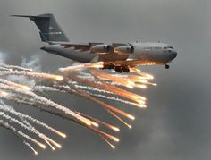 C-17 GLOBE-MASTER MILITARY TRANSPORT - DEPLOYING ANGEL FLARES - GREAT SIDE VIEW!
