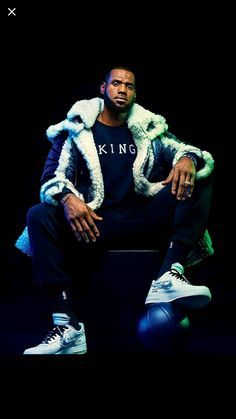LeBron James on Michael Jordan, Donald Trump, and Life After Basketball King Lebron James, Lebron James Lakers, King James, Nba Fashion, Male Fashion Trends, Mens Fashion, Nba Players, Basketball Players, Moda Masculina
