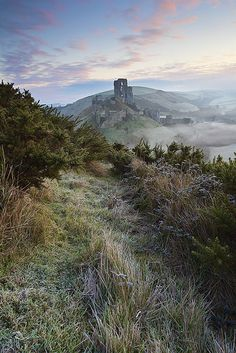 A rather stunning and fantastical view of Corfe Castle in the winter sunlight. The Castle is a fortification built by William the Conqueror during the eleventh century; and stands above the village with the same name in the county of Dorset, England. Chateau Moyen Age, Beautiful World, Beautiful Places, Beautiful Ruins, Photo Chateau, Corfe Castle, Beau Site, Famous Castles, Voyage Europe